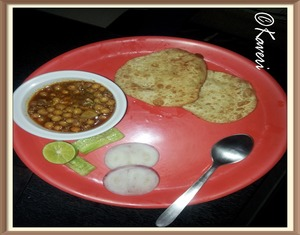 Mangsher ghugni and bhatura